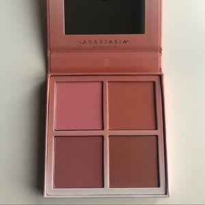 Anastasia Beverly Hills Blush Kit in Radiant